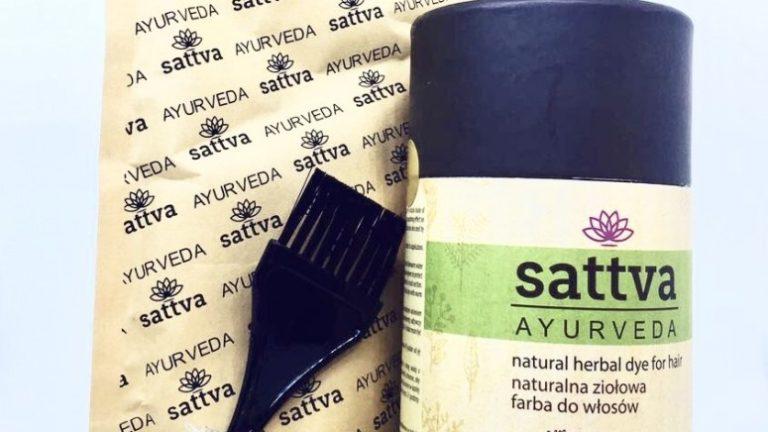 Jakich kosmetyków powinni używać ludzie borykający się ze zniszczonymi od stylizacji włosami?