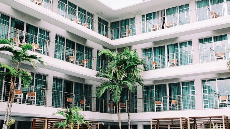 Apartamenty – dlaczego warto wybierać je na wakacje?