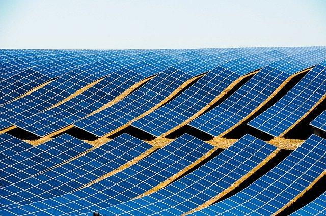 Słońce to źródło taniej i odnawialnej energii, z której możemy korzystać