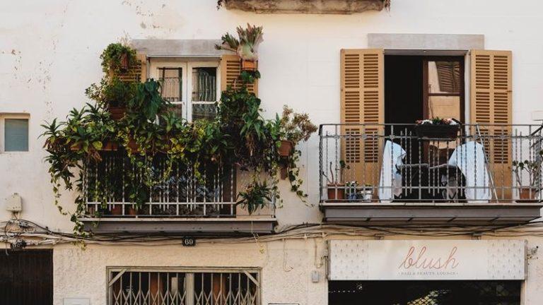 Jakie znaczenie mają osłony montowane na balkonach?