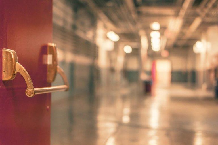 Drzwi na wymiar – wybierz najtańszą opcję