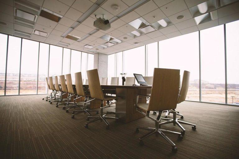 Kiedy warto decydować się na wynajmowanie biur?